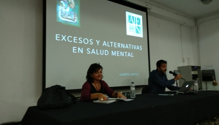 "Reseña de la conferencia ""Excesos y alternativas en salud mental"""